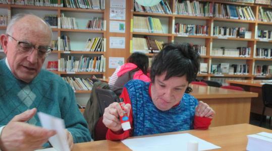 Voluntarios en la biblioteca
